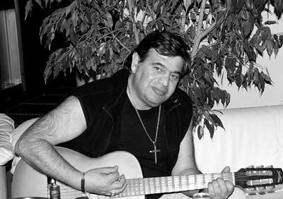 Армен Казарян,Руководитель Системы денежных переводов «Анелик», записавший песню Месчяна на русском