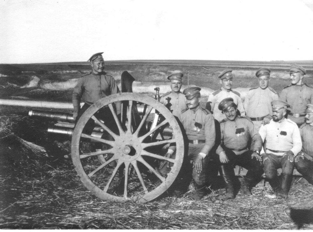 Позиция у д.Плотыч на р.Серет 25.8.15 2-е орудие. Фото smolbattle.ru