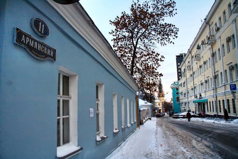 Армянский переулок - По традиции прошлого Армянский переулок в Москве получил свое название после сооружения здесь армянской Крестовоздвиженской церкви, или, как ее еще называли, Церкви Святого Креста (Сурб Хач).