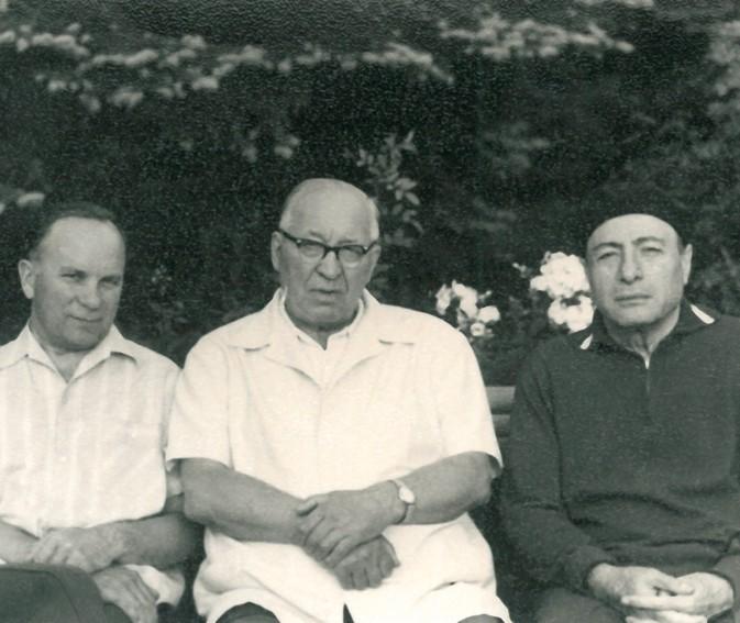А.И. Бурназян, Е.П. Славский, М.И. Воронин на даче в Опалихе 17 августа 1973 г.Фотоktovmedicine.ru