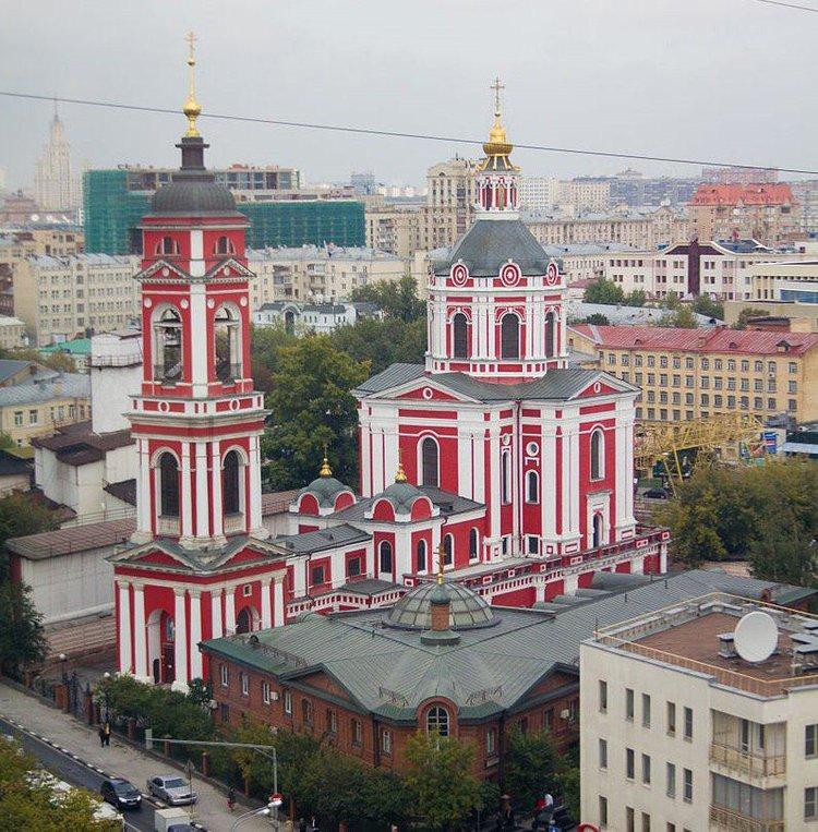 Храм Вознесения Господня за Серпуховскими воротами (XVIII век). Расположен между улицами Большая Серпуховская и Люсиновская