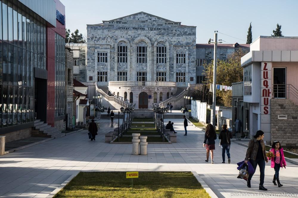 """Не смотря на трудную ситуацию в состоянии """"ни войны, ни мира"""" Арцах (Нагорный Карабах) имеет высокий интеллектуальный потенциал. Фотоborminska.livejournal.com"""