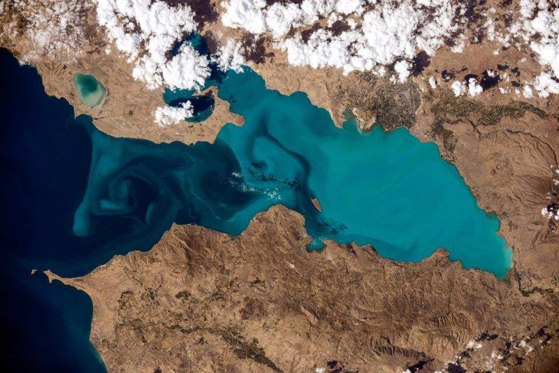 Фотография озера Ван из космоса. Автор - Сергей Рязанский