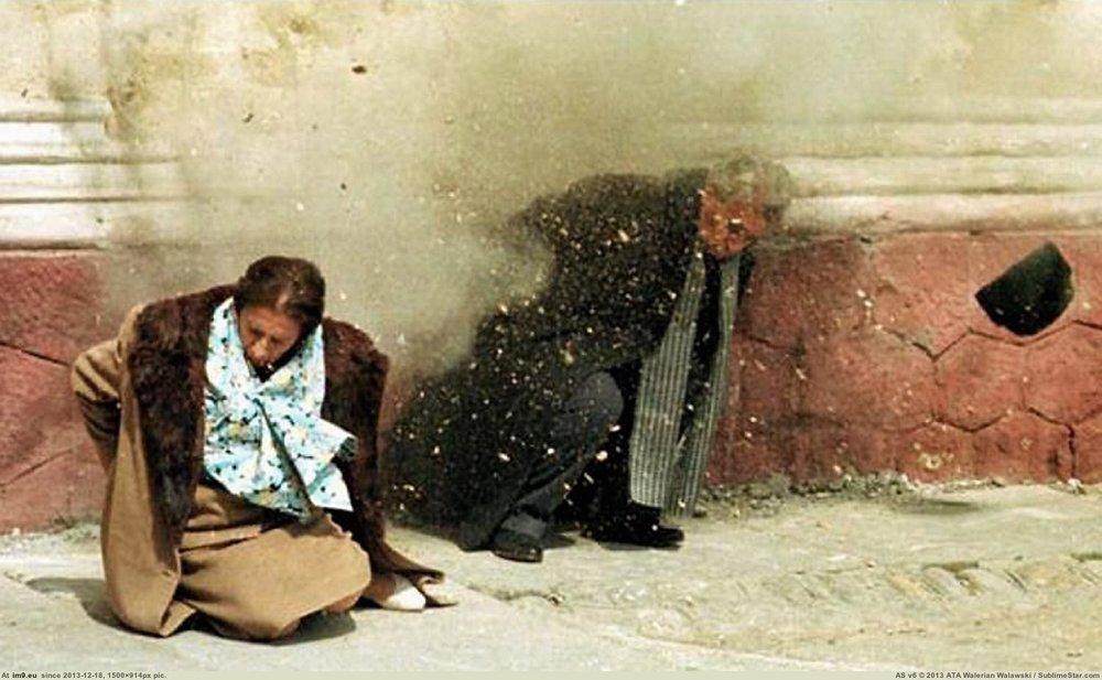 """Убийство 25 декабря 1989 года Николаеи Елены Чаушеску стало единственной большой кровью""""бархатных революций"""" в Восточной Европе."""