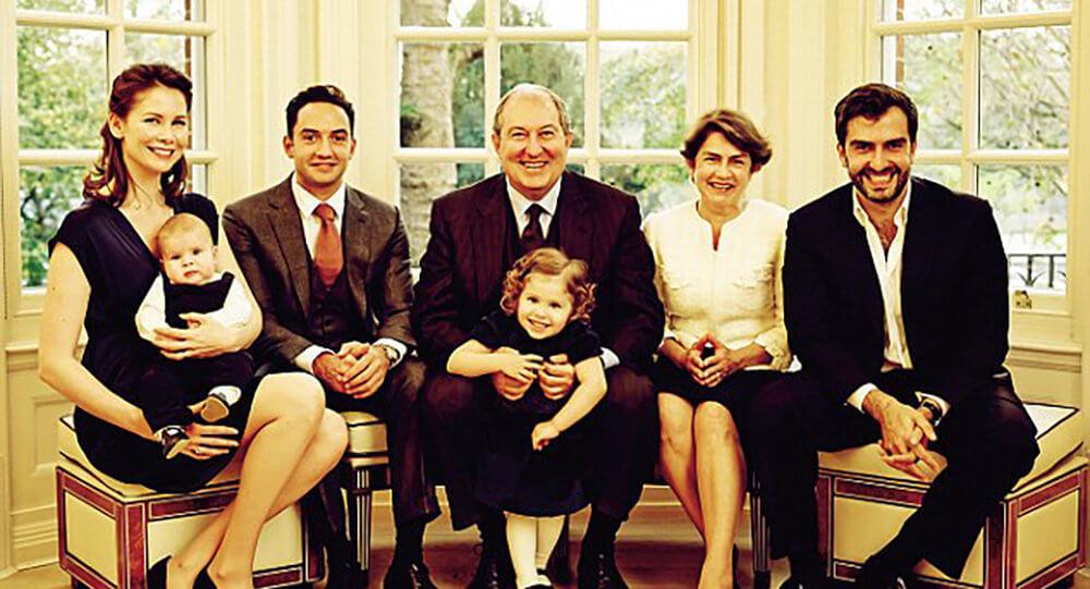 Армен Саркисян с семьей. Фотоnewshay.com