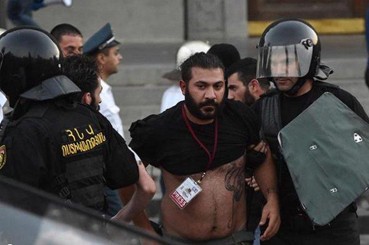 Задержание прессы в июне 2015 года в Ереване во время митингов против повышения цен на электроэнергию. Фотоribalych.ru