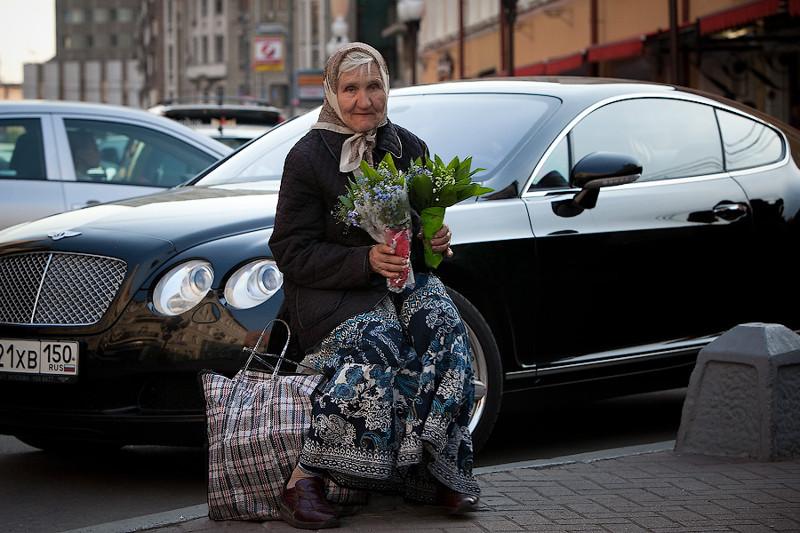 Когда бедность встречается с богатством. Фотоmtdata.ru