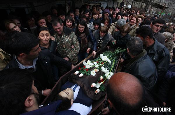 В апреле 2016 годав селе Гергер Мартунинского района Нагорного Карабаха предали земле 12-летнего Вахинака Григоряна, погибшего утром 2-го апреля в школьном дворе во время обстрела азербайджанцами из установки БМ-21 («Град)
