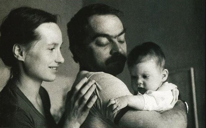 С женой Екатериной и дочкой Сашей