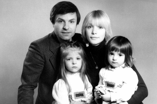 Родион Нахапетов, Вера Глаголева, дочери–первые годы счастья