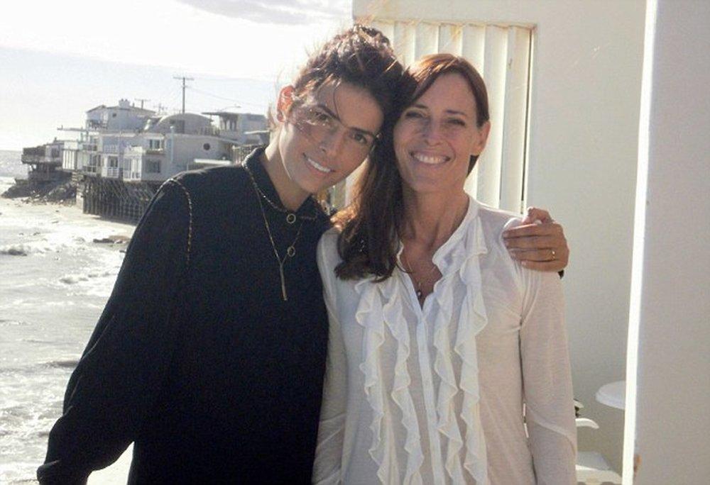 Линор Абаргиль вместе с автором фильма о ней - Сесилией Пек