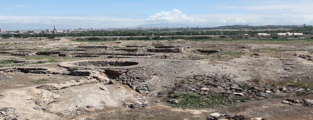 В Шегавитена месте раскопок было найдено большое количество керамики, ритуальных очагов, зооморфной и антропоморфной скульптуры, а также чернолощеные сосуды с вдавленным желобчатым орнаментом - главные памятники шенгавитской культуры. Фотоyerevan.am