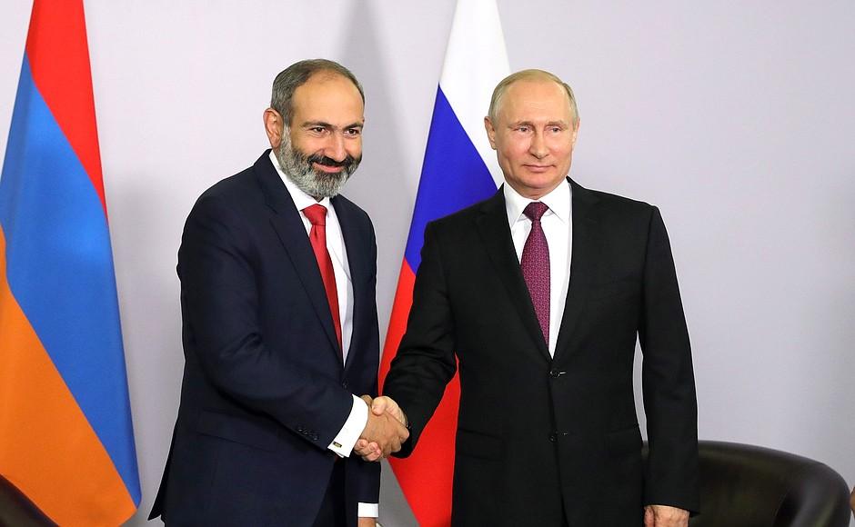 Владимир Путин и Никол Пашинян на встрече в Сочи 14 мая | kremlin.ru