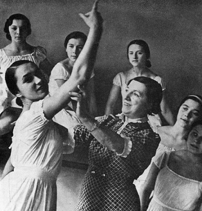 Агриппина Ваганова со своими ученицами ǁpinterest.com