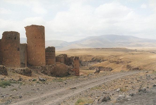 Городские стены Аниǁ wikipedia.org