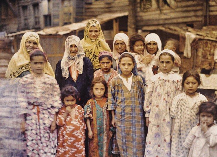 Армянские женщины и дети в Константинополе (1912) | wikipedia.org