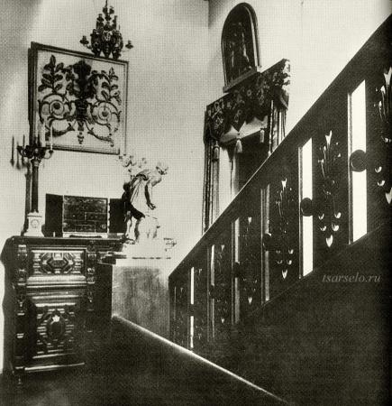 Дубовая лестница в угловой части особняка.1914 ǁ  tsarselo.ru