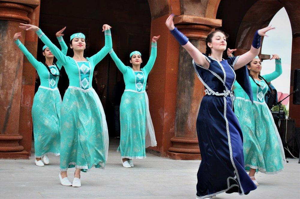 Танцевальный ансамбль| armdiaspora76.ru