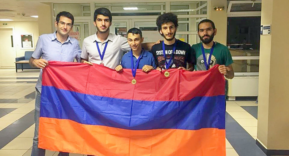 Команда ЕГУ во главе с Кареном Керяном | armeniasputnik.am