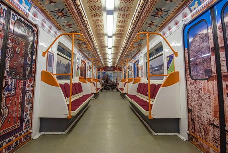 Вагон поезда, посвященного 2800-летию Еревана ©Sputnik Армения | armeniasputnik.am