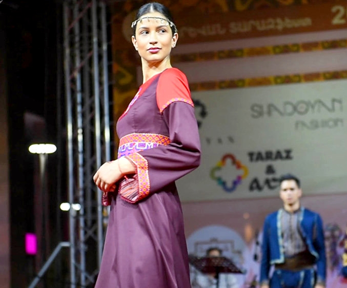Показ моды на фестивале тараза в 2017 году ©Sputnik / Karen Yepremyan | armeniasputnik.am