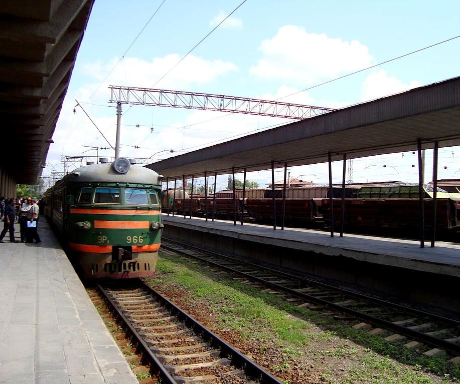 Железнодорожный вокзал в Гюмри   wikipedia.org