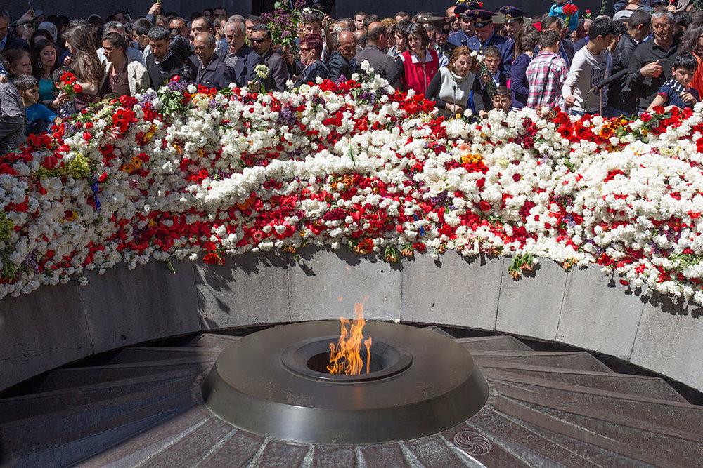 Вечный огонь, мемориальный комплекс Цицернакаберд в Ереване | wikipedia.org