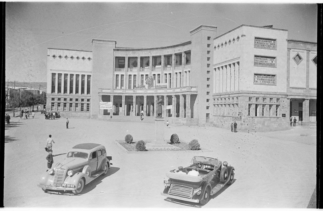 Здание кинотеатра «Москва» в Ереване (1936) | humus.livejournal.com