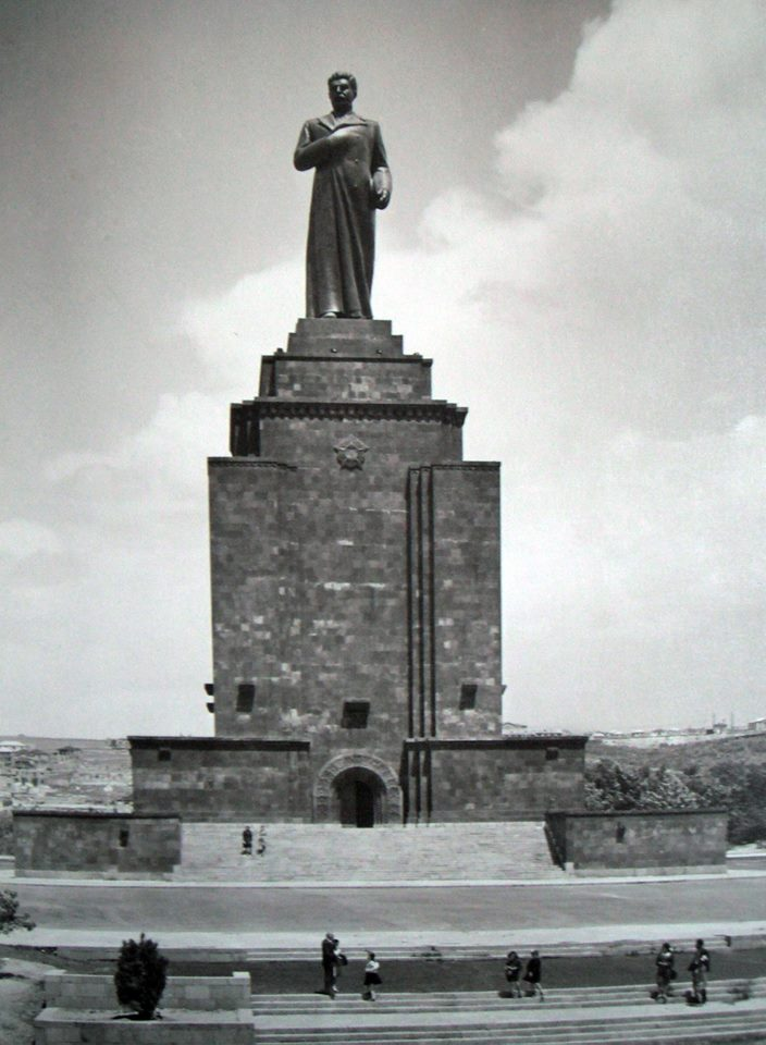 Памятник И.В. Сталину. На его месте сейчас находится «Мать Армения» | wikipedia.org