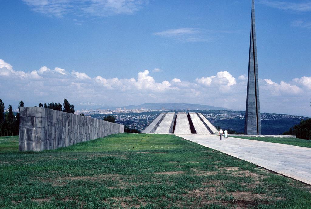 Мемориал жертв Геноцида армян (фото 1985) | humus.livejournal.com