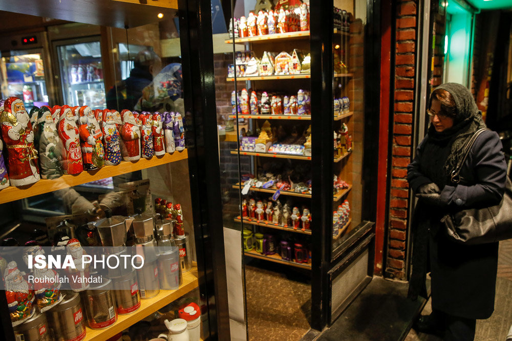 И в Иране легко найти шоколадного Деда Мороза или Санта-Клауса | isna.ir