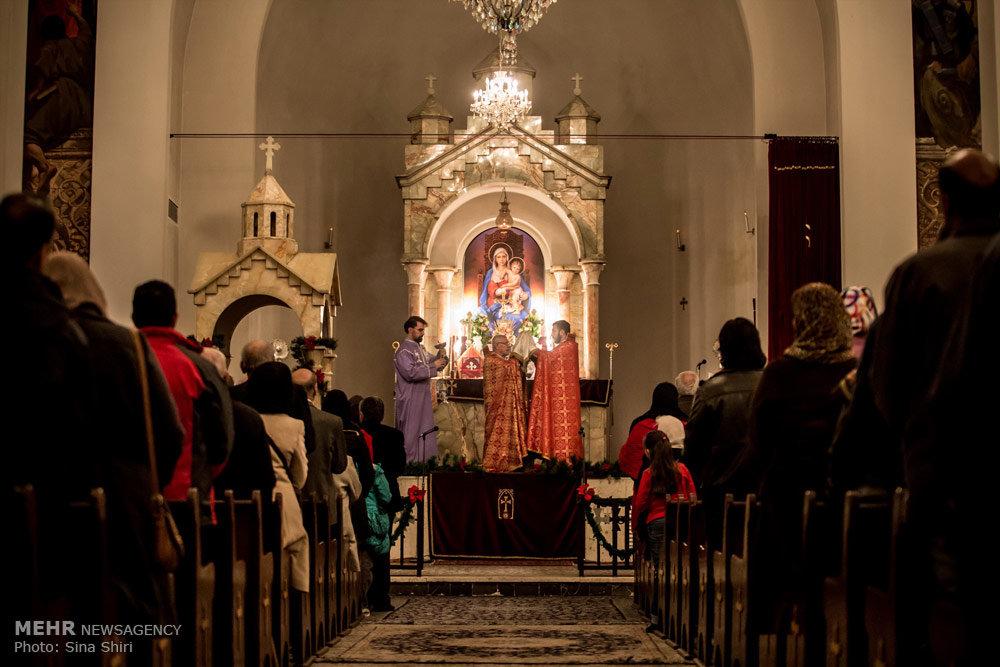 Собор святого Саркиса строился в 1960-е годы. Его отличает простота и некоторая эклектичность, замешанная на чертах традиционного армянского храмового зодчества. Изнутри и снаружи он облицован белым мрамором | mehrnews.com