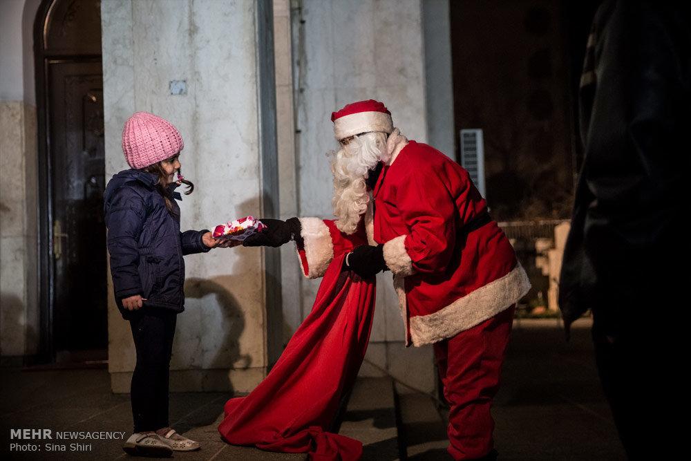 И конечно, ни один праздник не обходится без подарков для детишек! | mehrnews.com