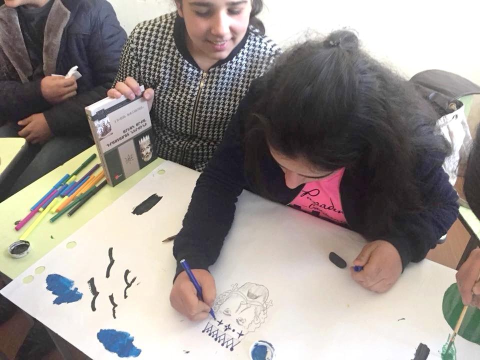Ученики работают над творческим заданием по книге