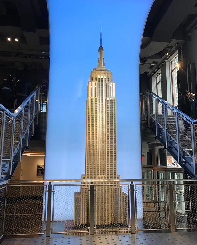 全新升級的帝國大廈🌃 #Hellocities #hellonyc#empirestatebuilding #manhattan #nyc#nyctour #nycguide #紐約深度旅遊#紐約行程客製化 #紐約觀光 #紐約生活 #紐約好好玩 #紐約深度旅遊 #亞洲到紐約#ニューヨーク観光 #ニューヨークガイド#帝國大廈#