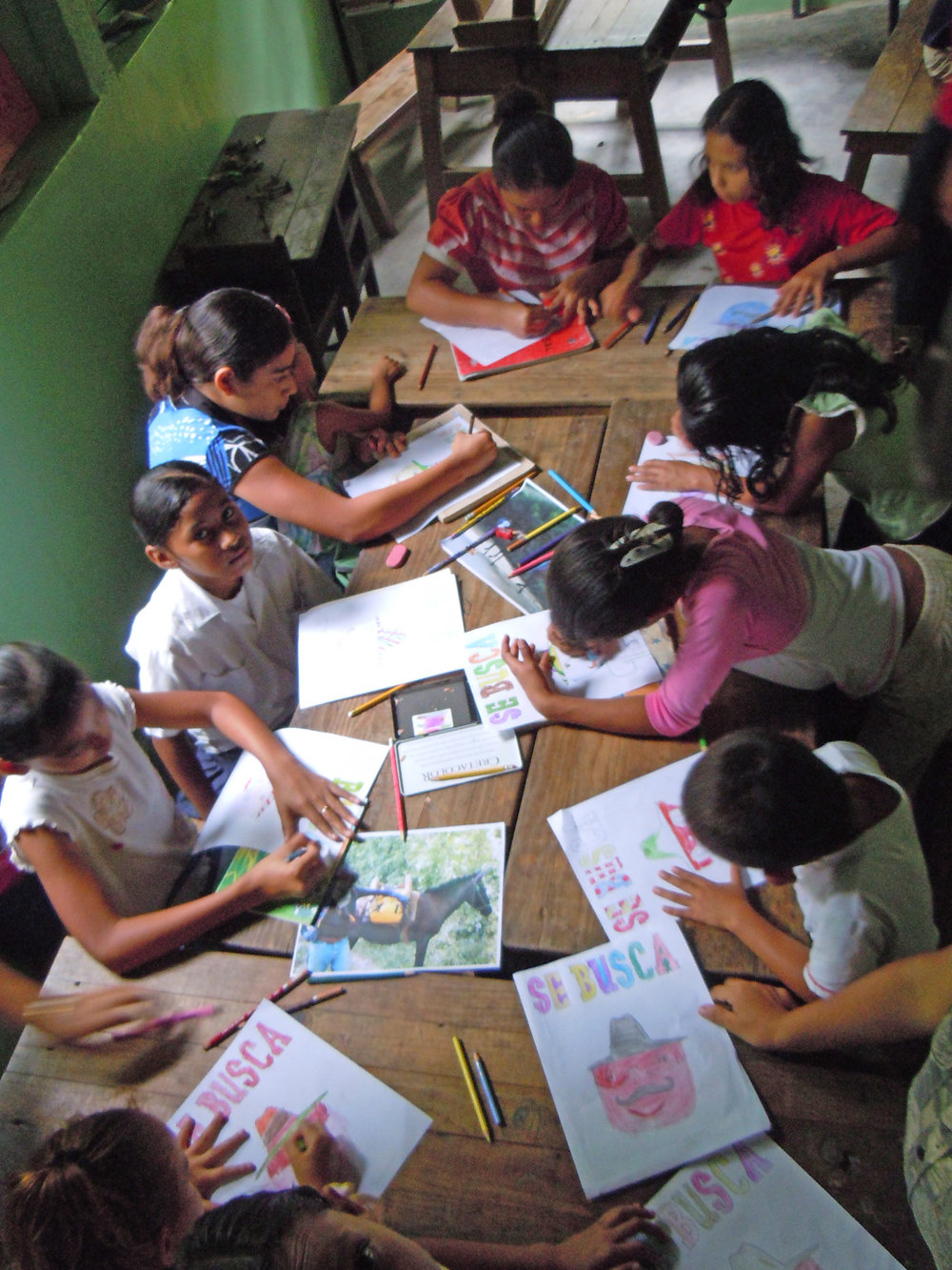 Bibliobandido and bookmaking in La Muralla, Honduras, 2008 | Photo: Marisa Morán Jahn