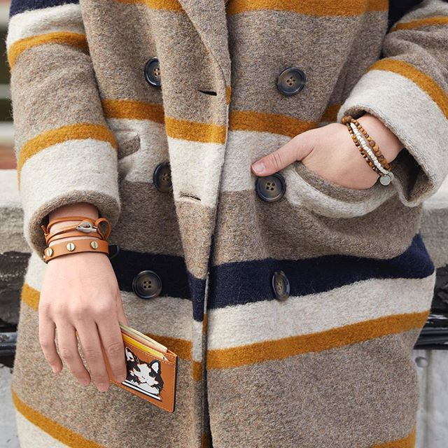 Put it in neutral! Ditch the black and try adding chestnut to your wardrobe 🙌🏼 #jammxiv #jammxivbracelet #leathergoods #leathergoods #smallleathergoods #mensleather #leatheraccessories #mensstyle #leathercraft #nycstyle #cardholders #keyring #leatherfashion #mensfashion #wristaction #whatsonyourwrist #armcandy #leather #bracelets #braceletstacks
