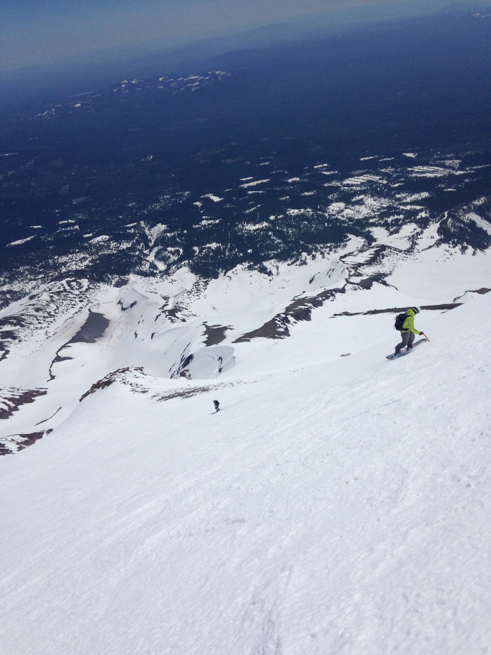 IAG/SMG Guide Ryan on a Shasta Ski Mission. Photo Credit: Ryan Sorenson