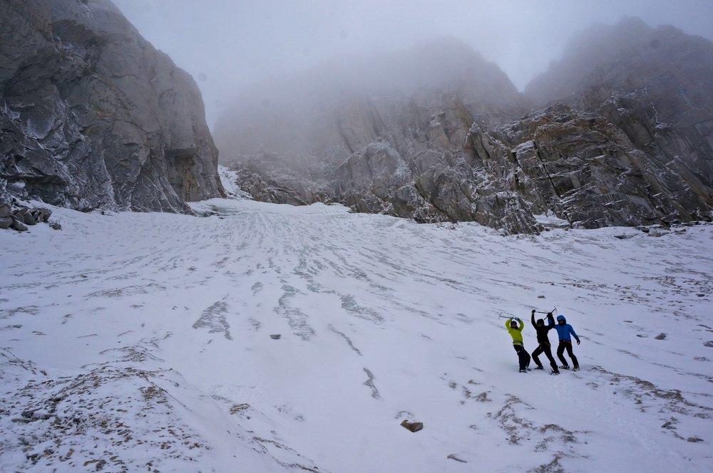 Climbing towards the Dragtooth