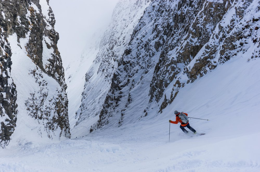 Couloir skiing in Alagna