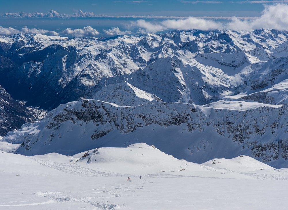 Skiing glaciers in Alagna
