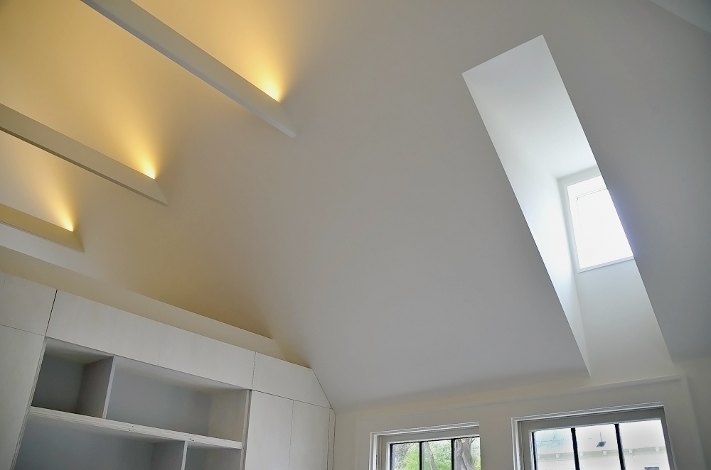 Interior_LR_Beams_ (2).jpg