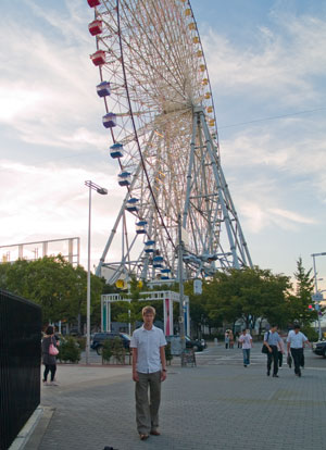 Ville and hUUge ferrisch wheel in Osaka