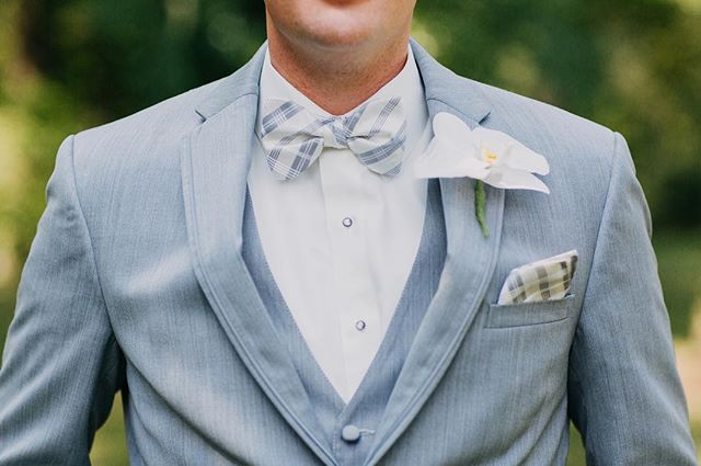 My favorite thing I've been seeing a lot of this 2018 wedding season is patterned ties and bow ties for the guys. It's such a fun, small detail that really brings next level personalization.