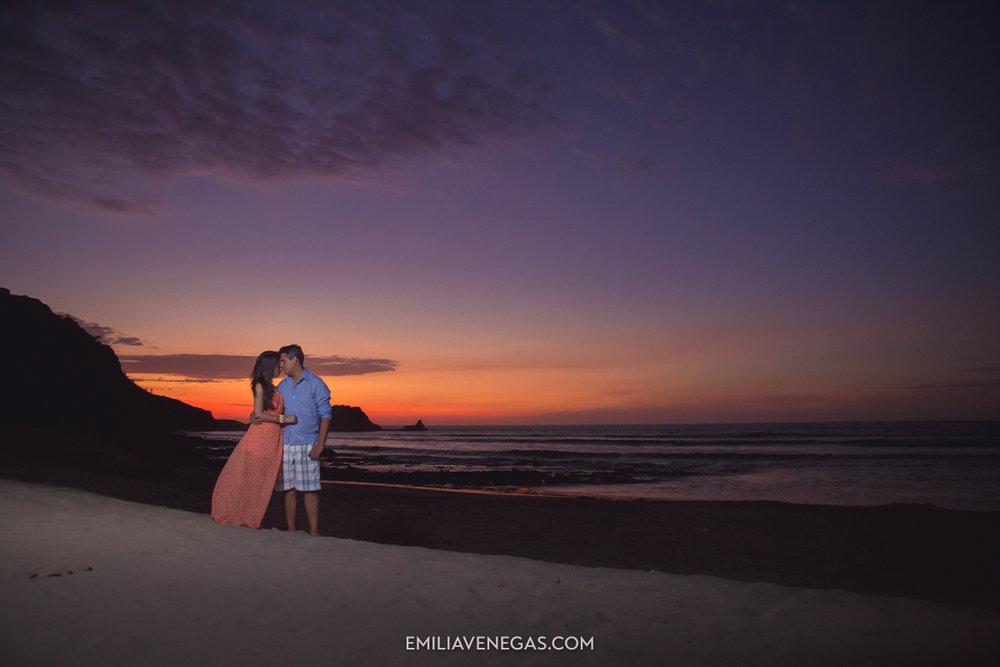fotografia-parejas-novios-Playa-Tiñosa-Manabi-14.jpg