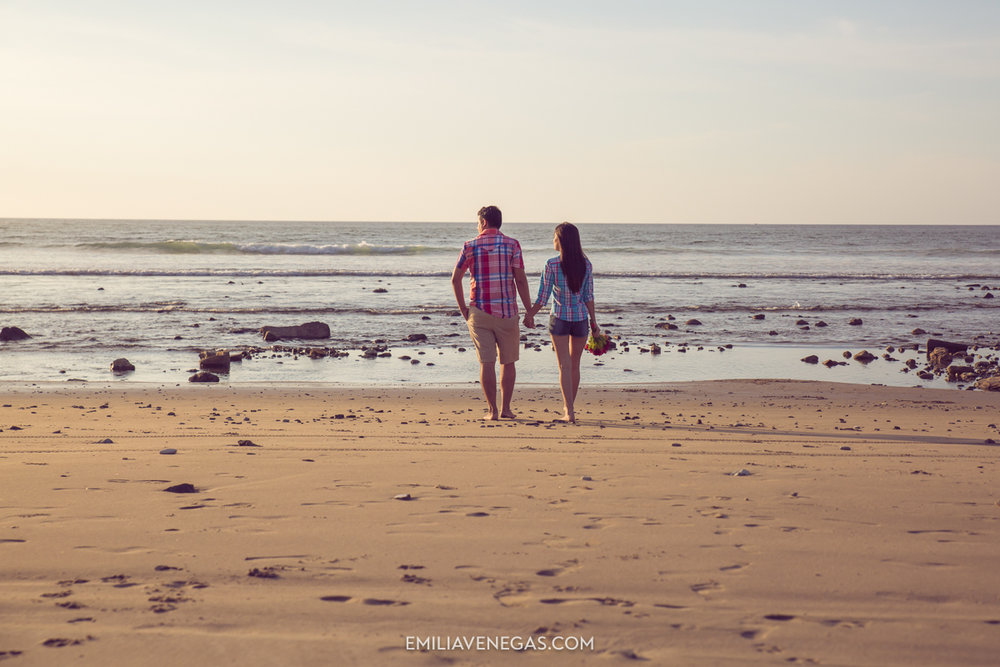 fotografia-parejas-novios-Playa-Tiñosa-Manabi-5.jpg