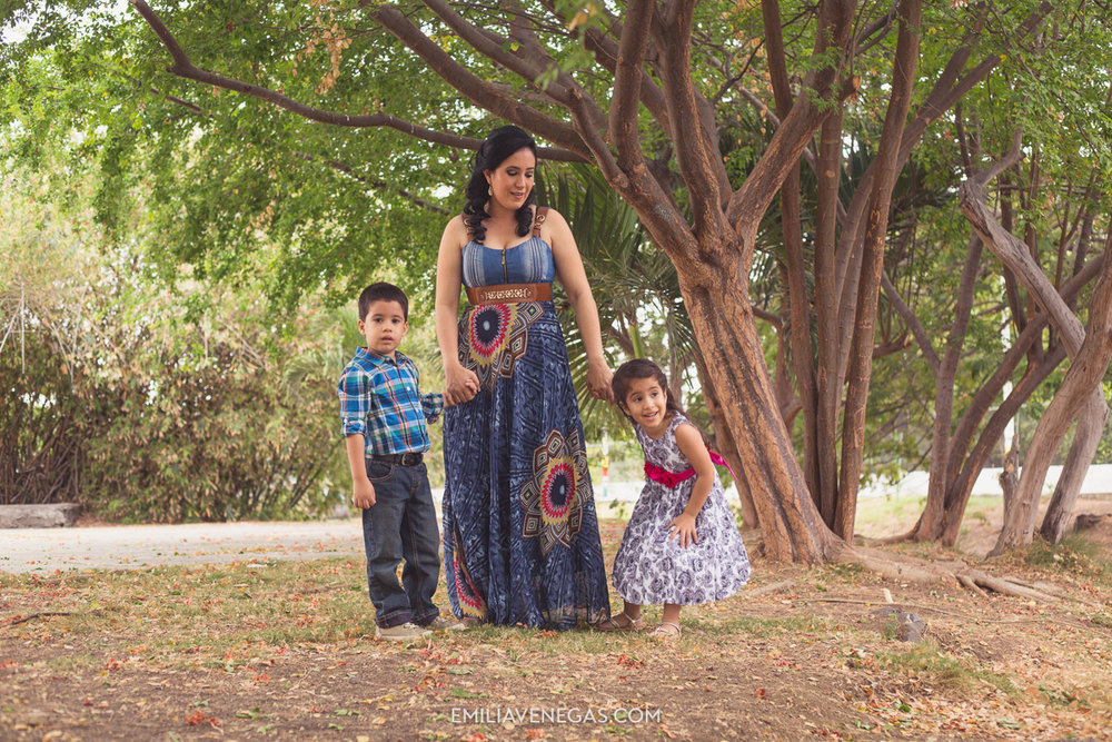fotografia-familiar-niños-parque-forestal-Portoviejo-1.jpg