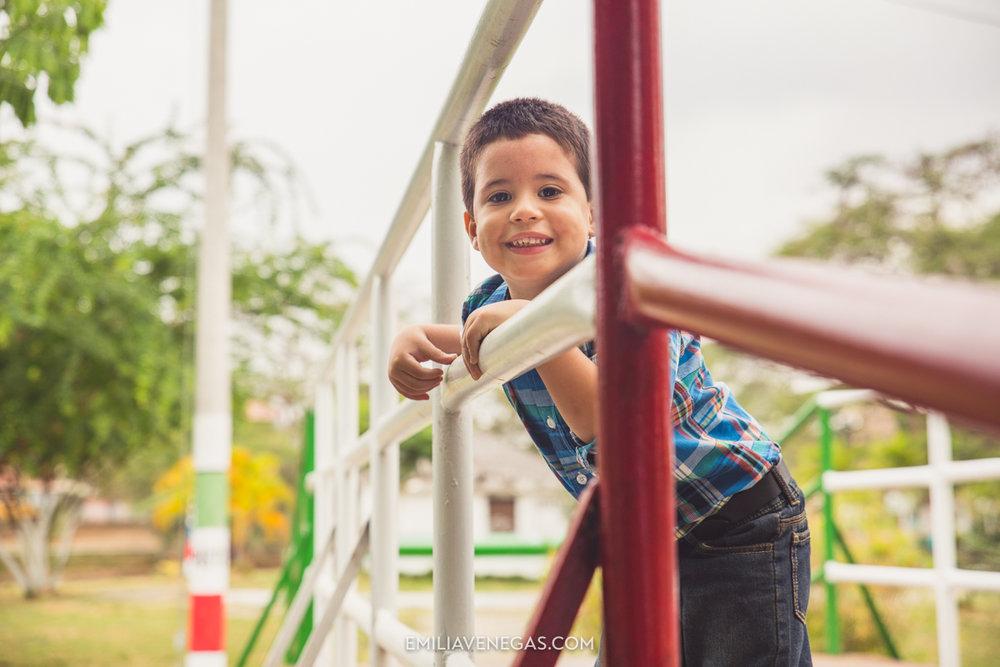 fotografia-familiar-niños-parque-forestal-Portoviejo-7.jpg