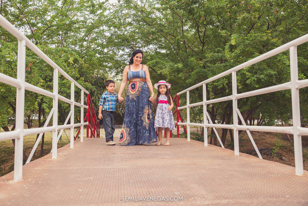 fotografia-familiar-niños-parque-forestal-Portoviejo-8.jpg