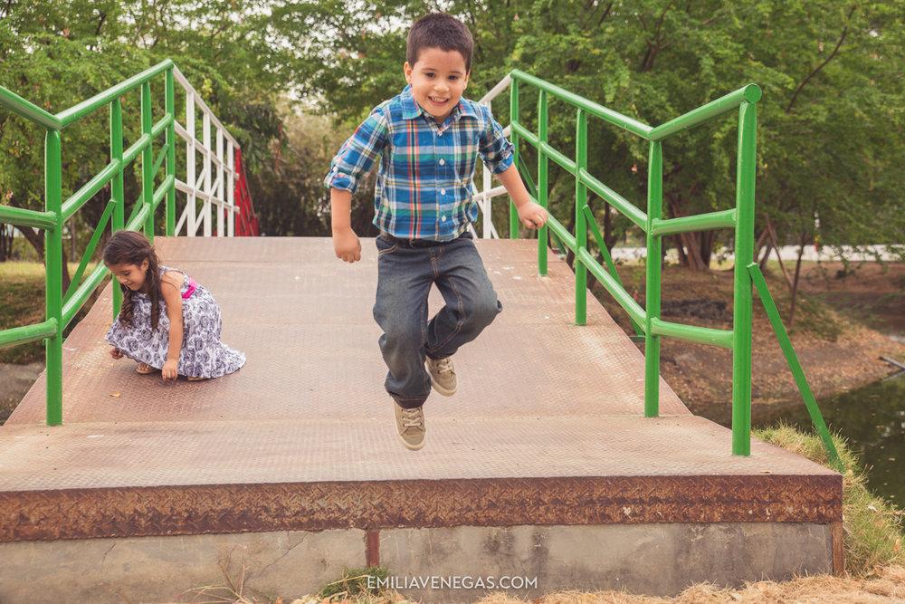 fotografia-familiar-niños-parque-forestal-Portoviejo-10.jpg